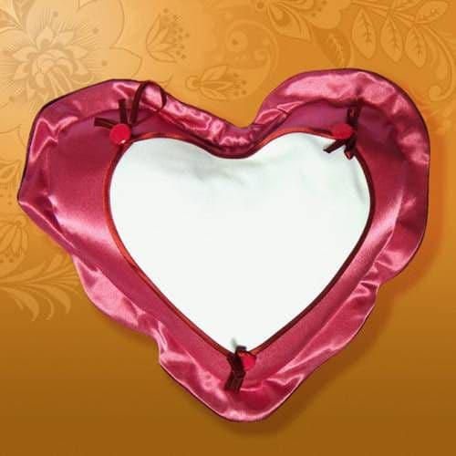 Подушка веста 45*35 МАЛИНОВАЯ , Сердце на пуговицах