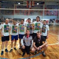 Волейболисты в футболках_1